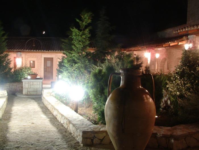 Illuminazione giardino rustico: ferro battuto semplicità