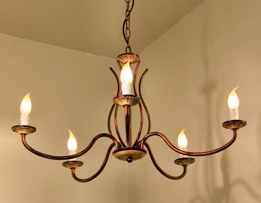illuminazione rustica: lampadari, lampade