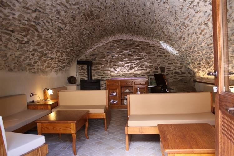 mobili rustici taverna: legno massello, pino e abete