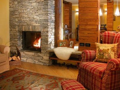 Taverna rustica mattoncini pietre naturali legno for Taverna arredamento
