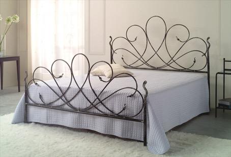 testata letto in ferro battuto: delicata, semplice