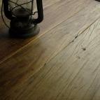 pavimento rustico in legno